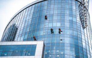 Como fazer limpeza de fachada de prédio